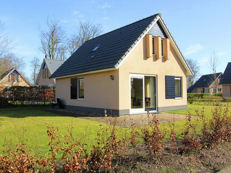 Pleasant Holiday Home in Gaasterlân-Sleat With Parasol, vacation rental in Elahuizen