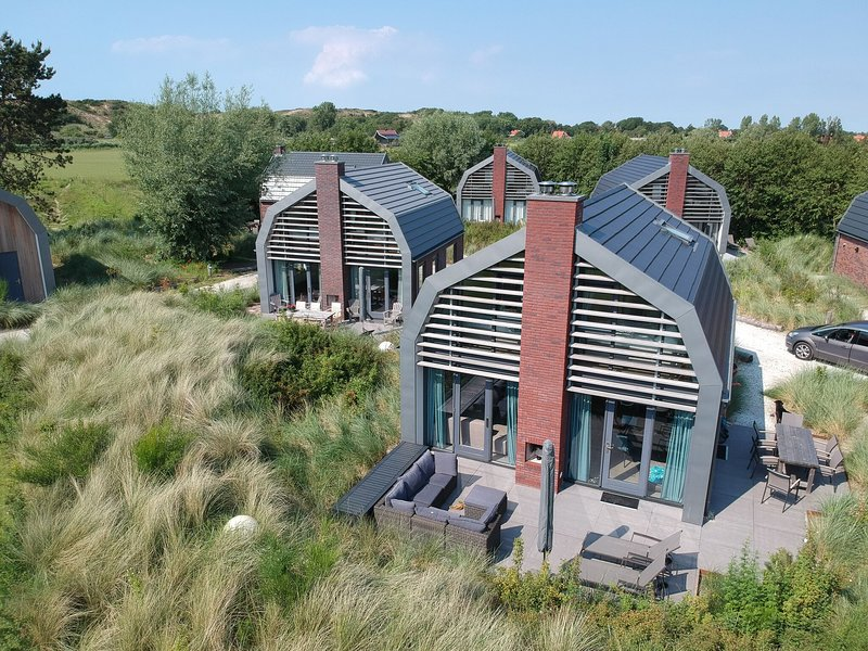 Stunning, new villa with sauna, surrounded by dunes and near the sea, holiday rental in Heiloo