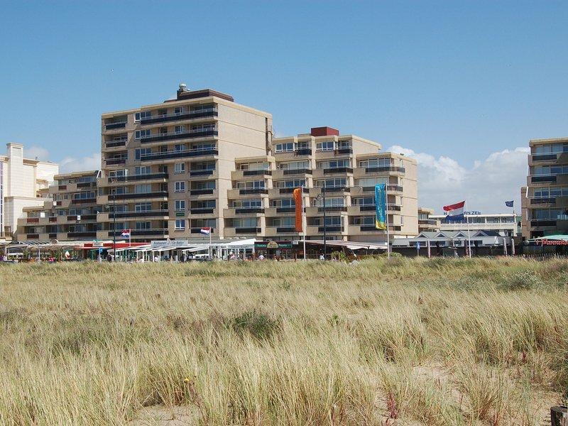 Lovely apartment with sea views on the boulevard of Noordwijk, casa vacanza a Noordwijk