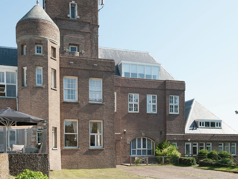 Vintage Holiday Home in Bergen aan Zee with a Sea View, holiday rental in Bergen aan Zee
