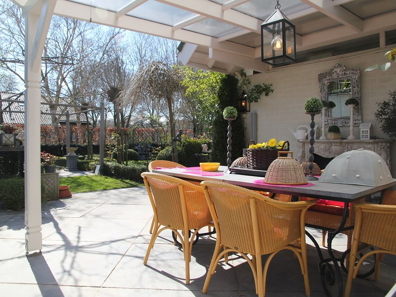 Cosy Holiday Home in Heiloo with Sunlit Terrace, holiday rental in Heiloo