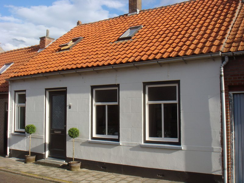 Authentic Zeeland holiday home in picturesque village, vacation rental in Oostburg