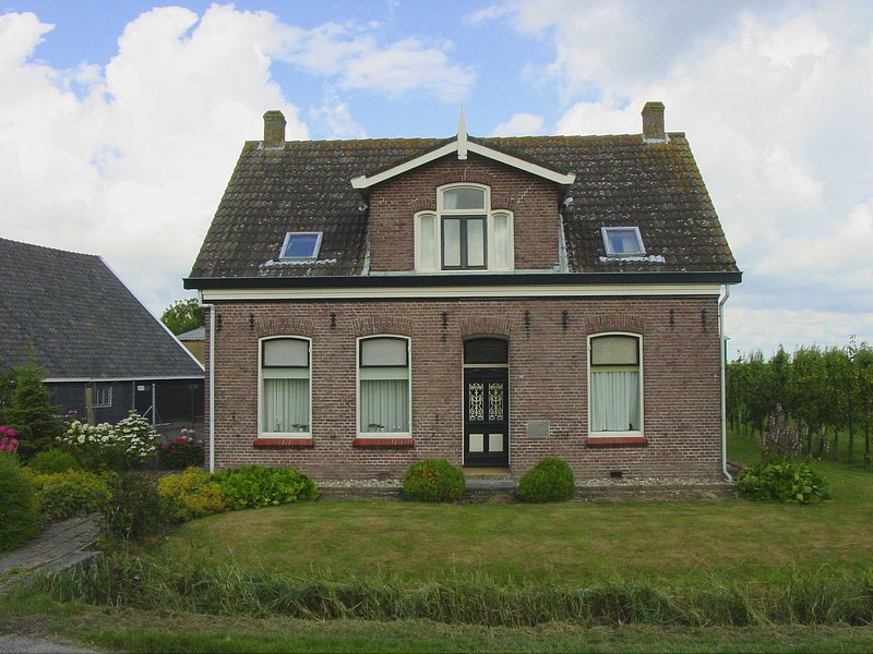 Lovely Cottage near Sea in Wemeldinge, holiday rental in Baarland