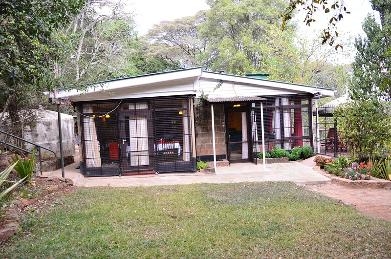 Secure, Serene, affordable and private five bedroom house, holiday rental in Nairobi
