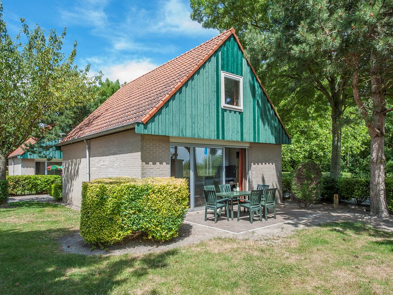 Tidy bungalow with microwave, 3 km. from Renesse and beach, casa vacanza a Renesse