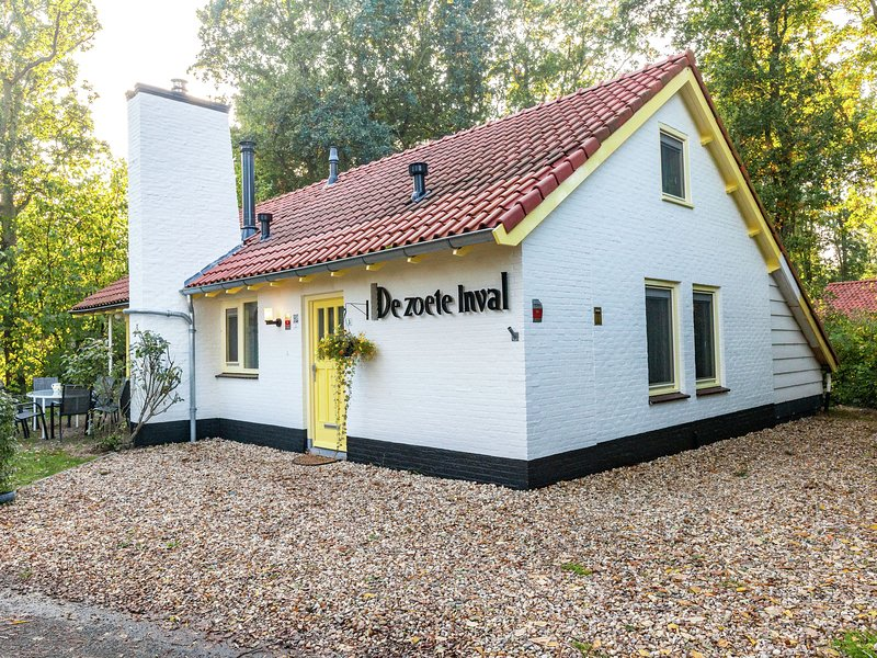 Charming holiday home in a beautiful location at the forest near Koudekerke, holiday rental in Middelburg