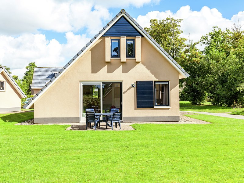 Complete holiday home with shared facilities, amidst lovely Frisian surroundings, vacation rental in Elahuizen