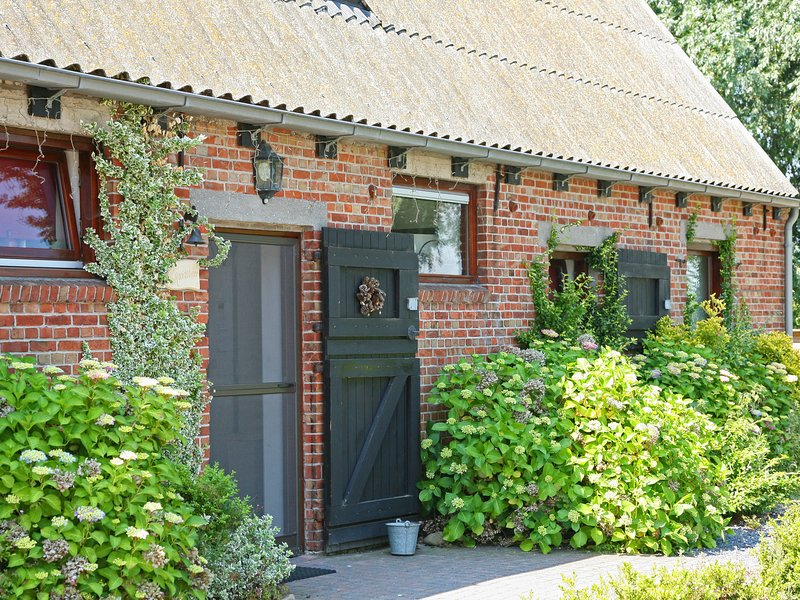Spacious Farmhouse in Eede with Private Terrace, holiday rental in Aardenburg