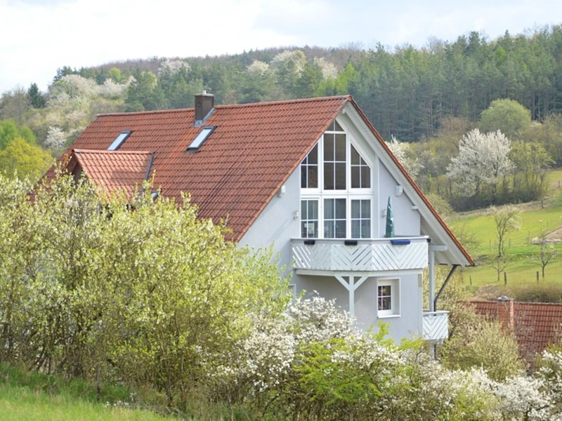 A comfortable holiday home in the 'Dreiländereck' area of Bavaria/Hessen/Thur, holiday rental in Bad Neustadt an der Saale