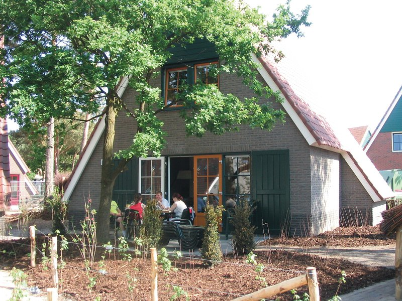 Cosy holiday home with dishwasher, close to a golf course, Ferienwohnung in Prinsenbeek