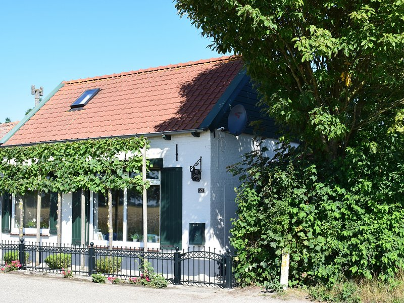 On the edge of a pittoresque, typically Dutch landscape, vakantiewoning in Sint-Margriete