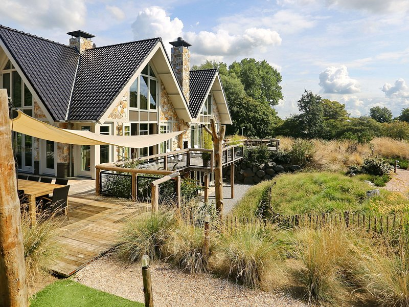 Luxurious Holiday Home with Private Pool in Noordwijk, holiday rental in Katwijk