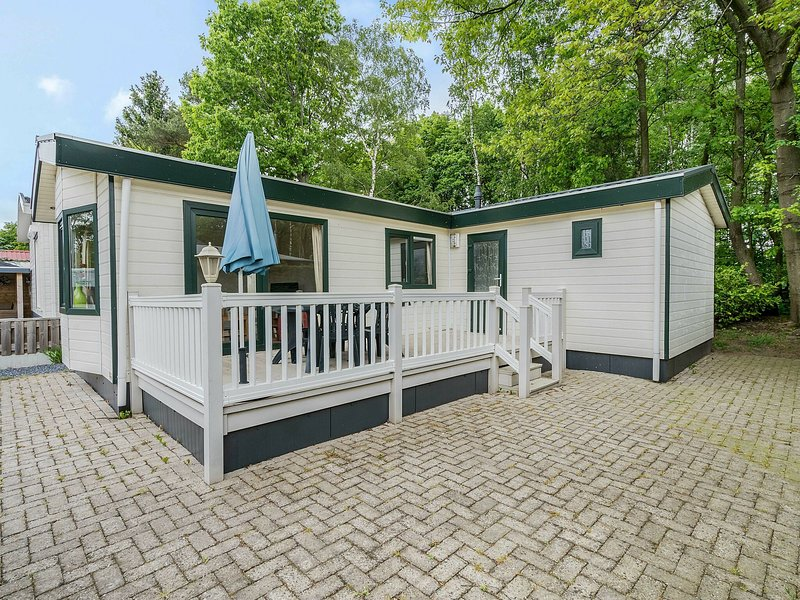 Comfortable chalet with a terrace at 3 km from Baarle-Nassau, holiday rental in Merksplas