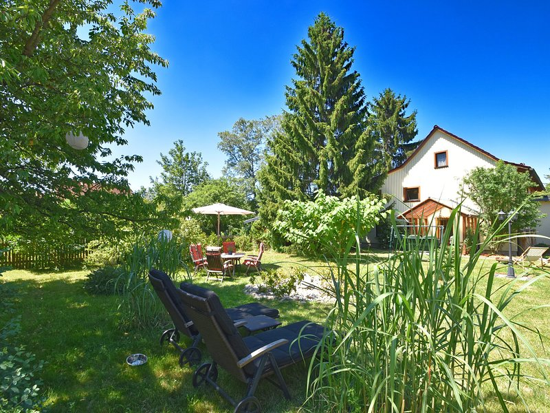 Vintage Hoilday Home in Leina with Pond, holiday rental in Georgenthal