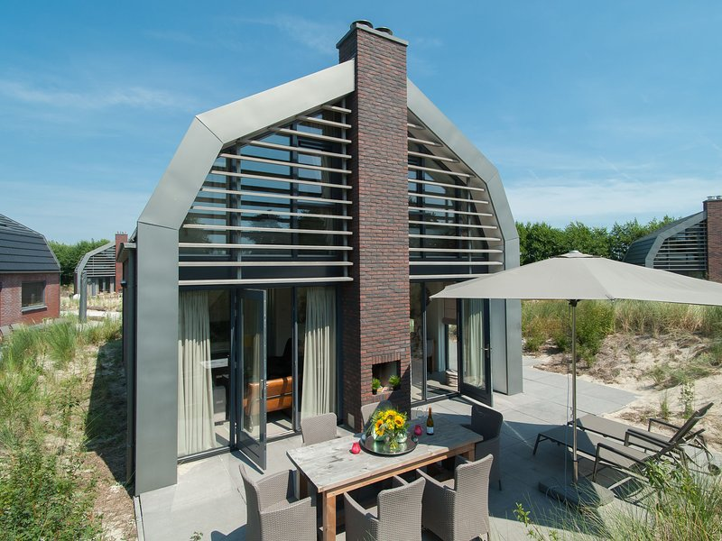 Stunning Villa in Egmond aan Zee near Sea, holiday rental in Egmond aan den Hoef