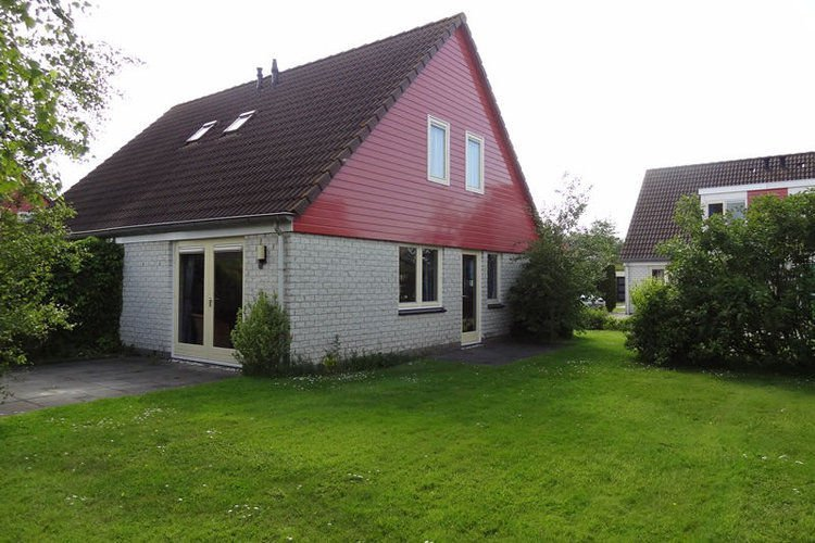 Semi-detached home with terrace at 200 m. from the beach, holiday rental in Wemeldinge