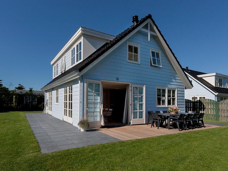 Spacious, modern holiday home with a fireplace near the sea – semesterbostad i Noordwijkerhout
