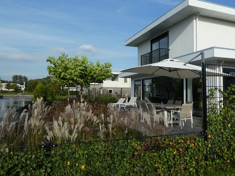 Modern Villa with Jacuzzi and Sauna in Harderwijk Flevoland, holiday rental in Harderwijk