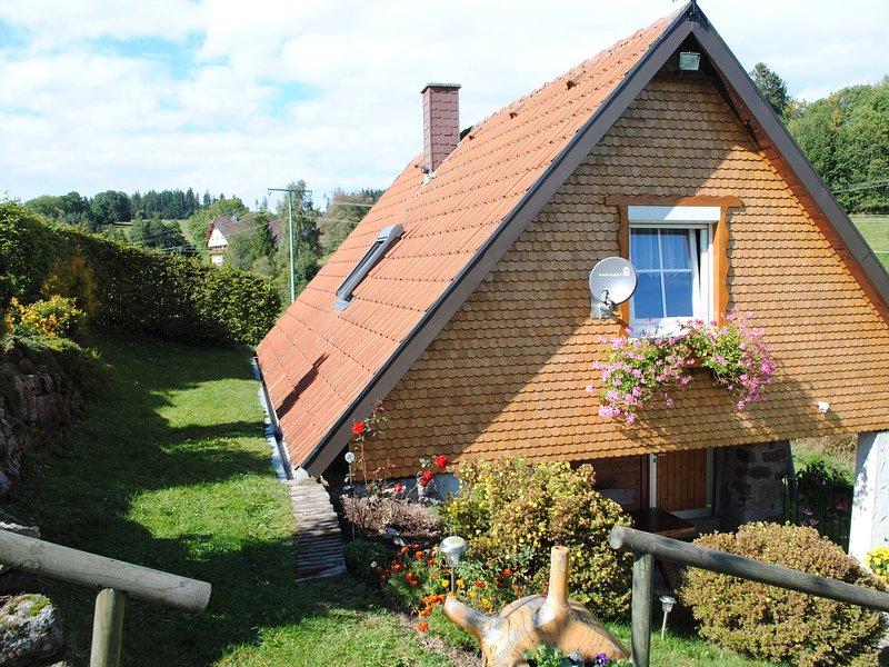 Cosy Cabin in Sankt Georgen im Schwarzwald near Ski Slopes, vacation rental in Furtwangen