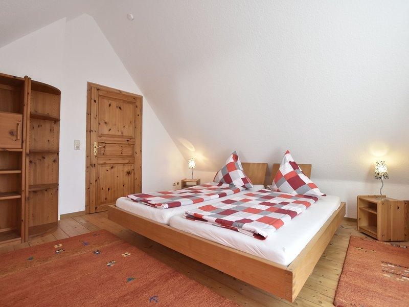 4-room holiday apartment with garden only 5 minutes to the lake, aluguéis de temporada em Eutin