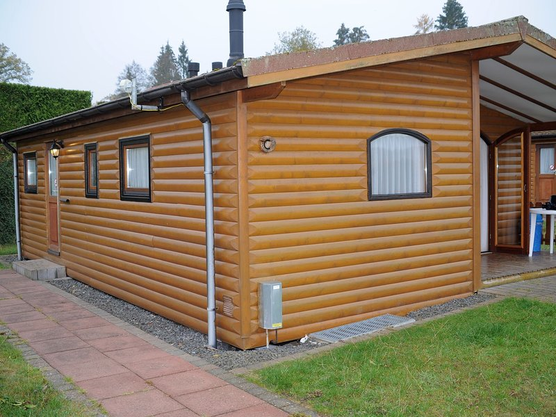 Detached wooden chalet with microwave, surrounded by nature, holiday rental in Gerolstein