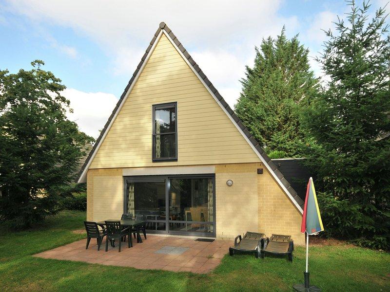 Detached bungalow with steam shower near Vrachelse Heide, Ferienwohnung in Prinsenbeek