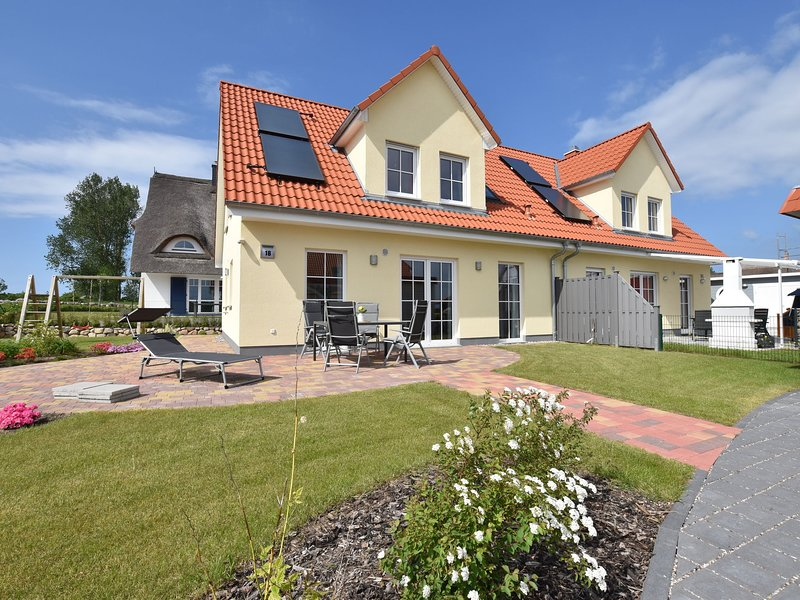 Spacious Holiday Home in Rerik Germany near Baltic Sea, holiday rental in Wendelstorf
