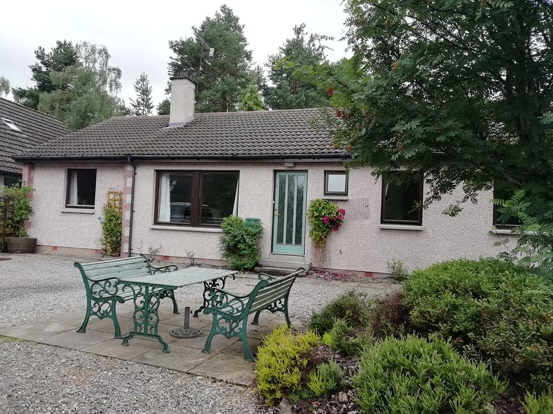 Number Nine Carrbridge - Cairngorms holiday home, holiday rental in Badenoch and Strathspey