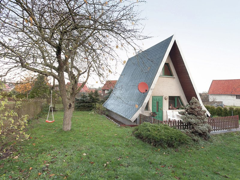 Cosy A-frame house in the Harz with stove, private terrace and garden, holiday rental in Rubeland