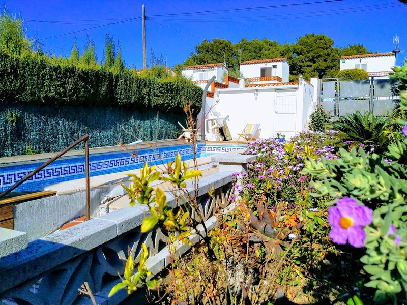 Armallada, TERRACE, BARBECUE, PRIVATE SWIMMING POOL, 4 / 5PAX, holiday rental in Bellcaire d'Emporda