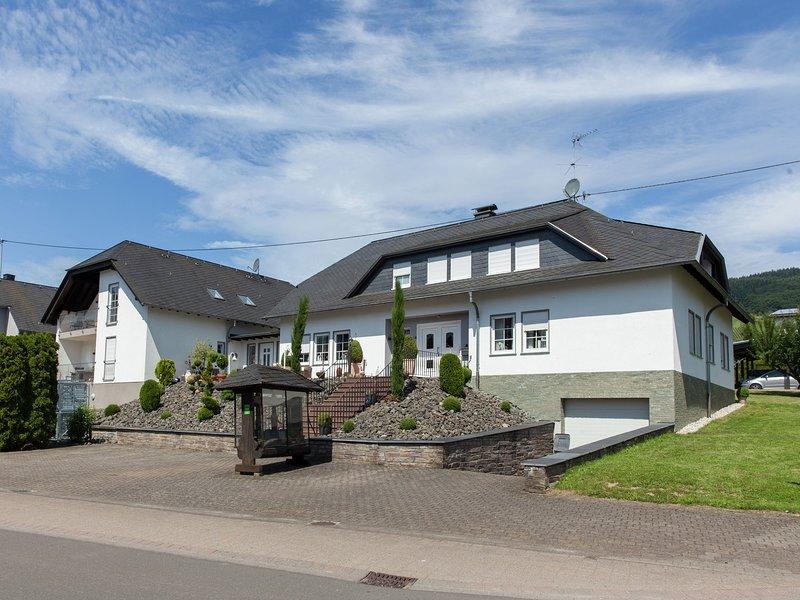 Modern Apartment in Krov Germany with Garden, holiday rental in Neuerburg