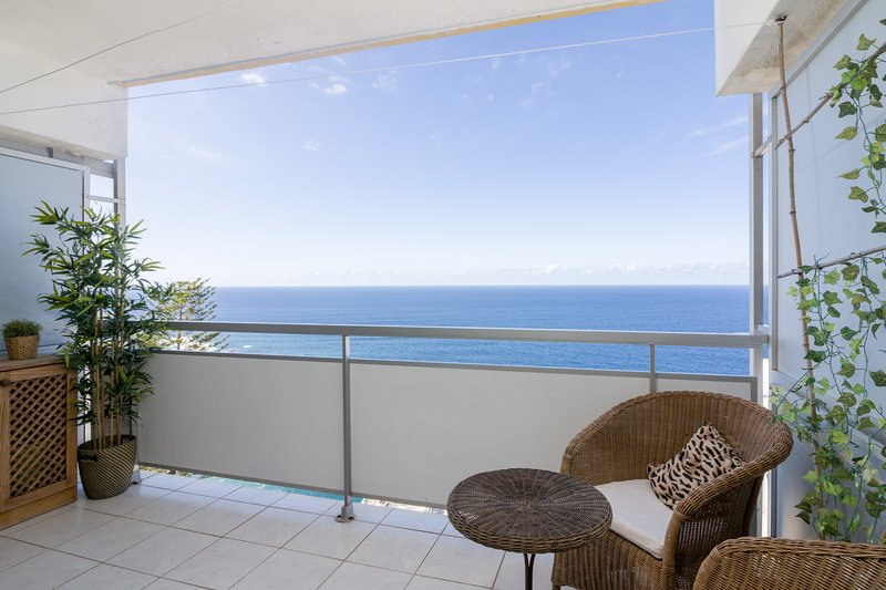 RENOVATED APARTMENT, SEA VIEWS AND POOL, vacation rental in Puerto de la Cruz