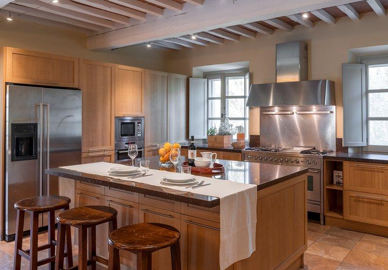 Luxury Villa in Tuscany with Pool - Villa Ampelio and Annex, vacation rental in La Capannina