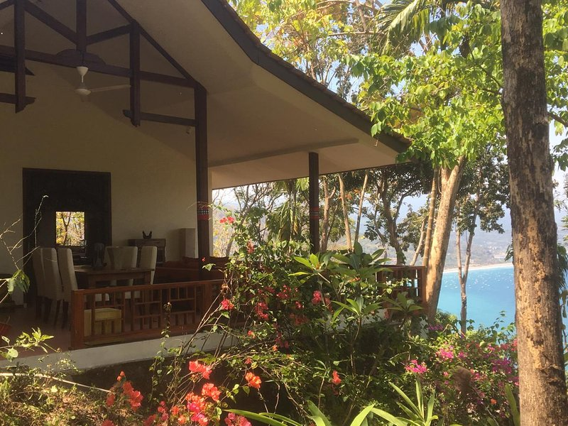 Villa Gamrang in Pelabuhan Ratu. 2 bedrooms villa with sea view & Private garden, vacation rental in Pelabuhan Ratu