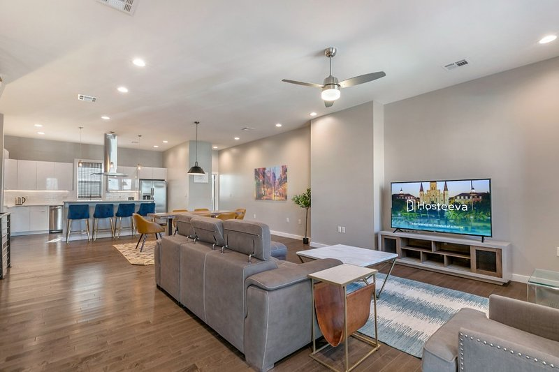Bienville 4BR Luxury Townhouse in Mid City, holiday rental in Metairie