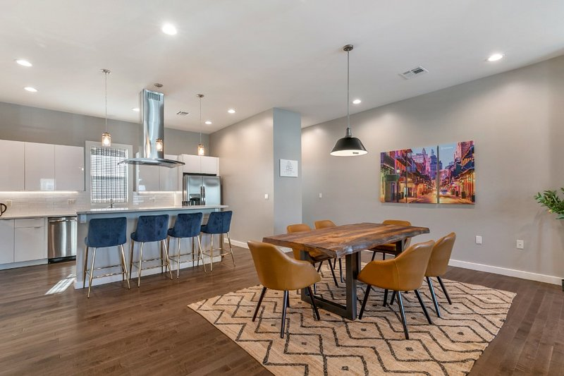 4BR Luxury Townhouse across from Lafitte Greenway, casa vacanza a Metairie