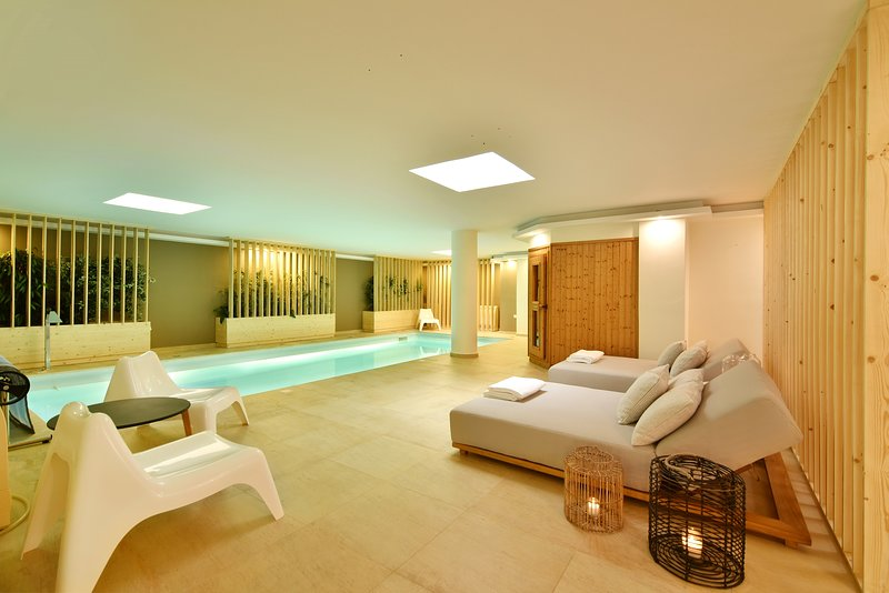 Aqua Villa with indoor spa in Athens Riviera, holiday rental in Argyroupoli