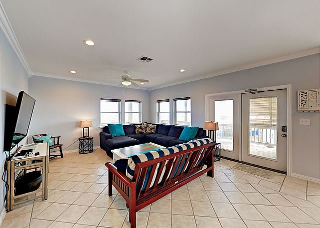 Gulf Breezes! Unit A with Pool & Gulf Views | Walk to the Beach, alquiler de vacaciones en Port Aransas