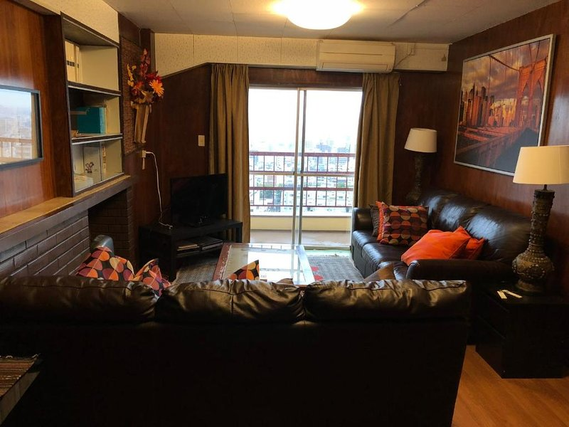 Deluxe Apartment Hotel with Spacious 2 Bedroom Suites - 7W, location de vacances à Nippombashi