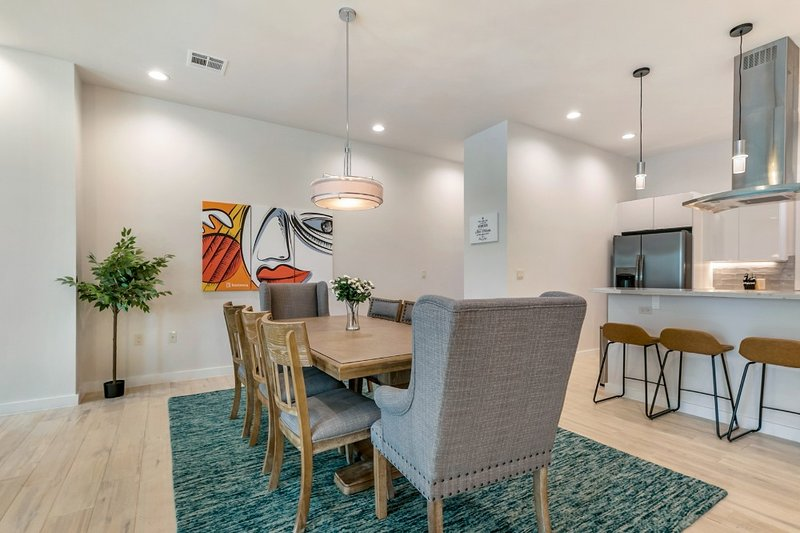 Modern and New Townhouse across from Lafitte Greenway, Ferienwohnung in Metairie