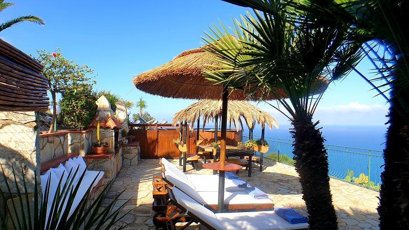 ***SPECTACULAR*** VIEW IN THE RESERVE* POOL* in the  front of sea  *WiFi free!*, alquiler de vacaciones en Castellammare del Golfo