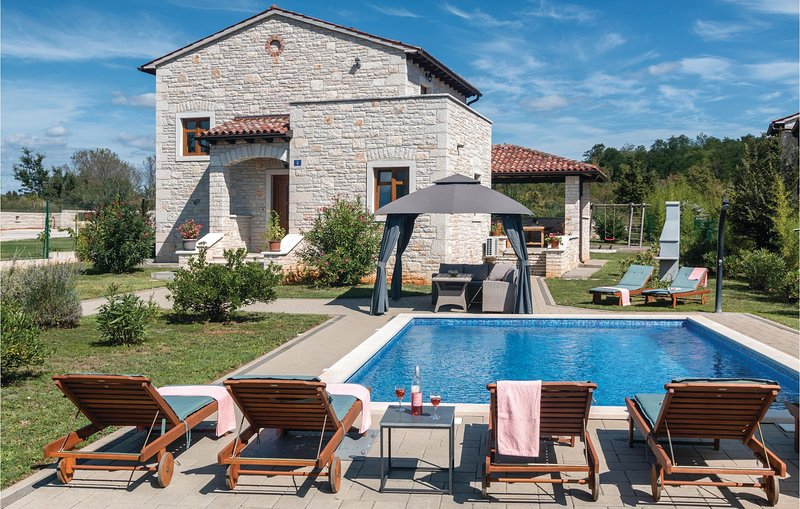Amazing home in Dobravci with WiFi and 4 Bedrooms (CIL409), vacation rental in Prkacini