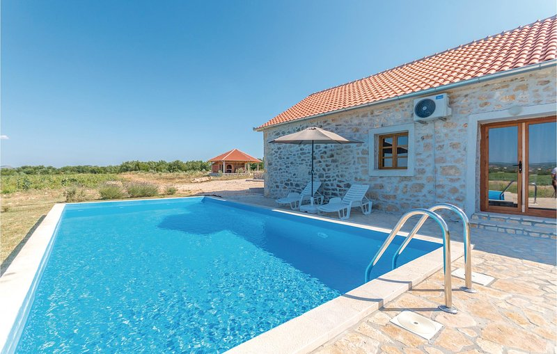 Amazing home in Lisane Tinjske with Outdoor swimming pool, Outdoor swimming pool, holiday rental in Polaca