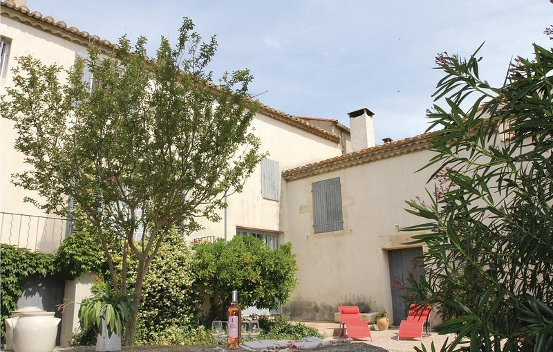 Stunning home in Bellegarde with WiFi and 2 Bedrooms (FLG265), holiday rental in Bellegarde