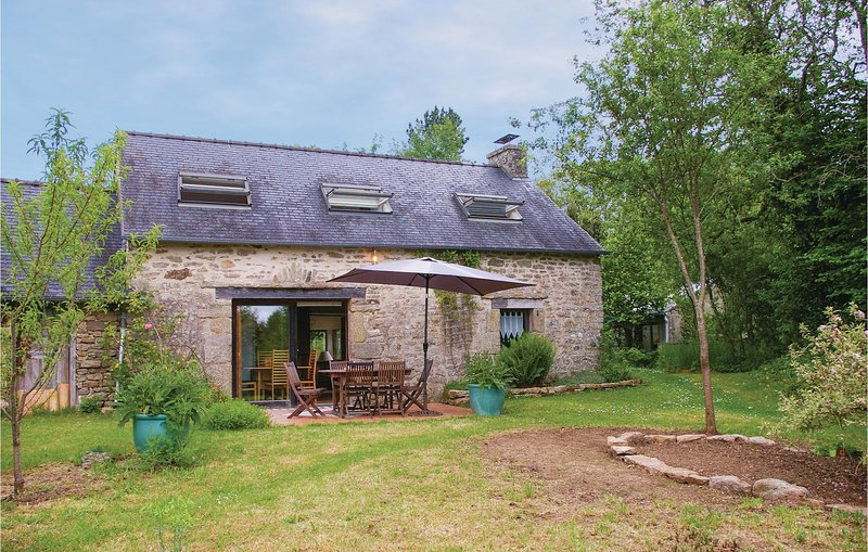 Stunning home in Le Faouët with WiFi and 2 Bedrooms (FBM230), holiday rental in Gourin