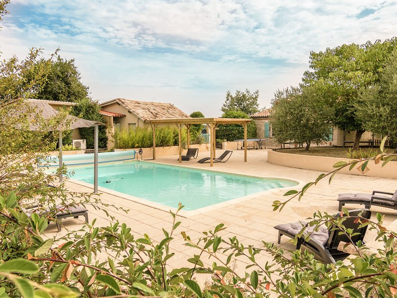 Detached villa with heated private swimming pool, jacuzzi and beautiful views, location de vacances à Monbazillac