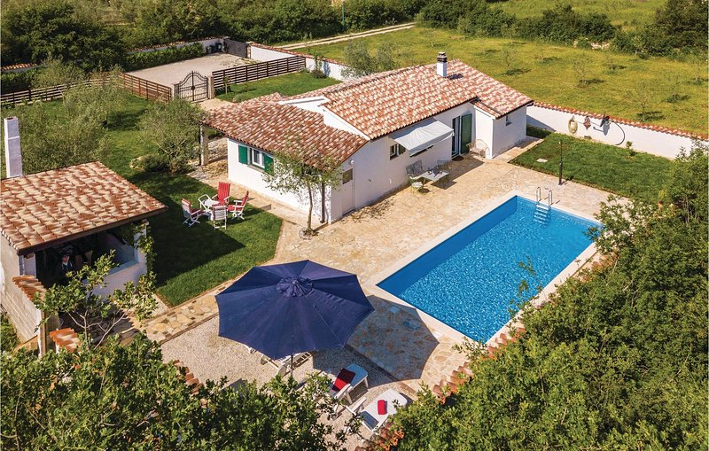 Stunning home in Pula with WiFi and 1 Bedrooms (CIR071), holiday rental in Galizana