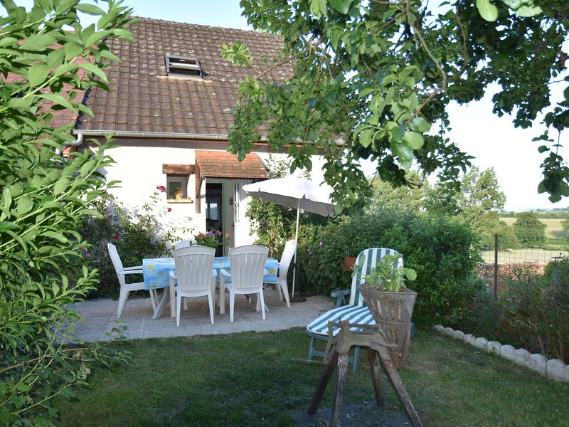 Serene Holiday Home in Vignol with Swimming Pool, aluguéis de temporada em Corbigny