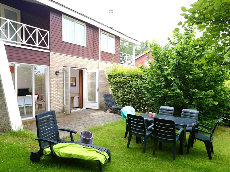 Tidy holiday home with WiFi, located near the Emslandermeer, location de vacances à Finsterwolde