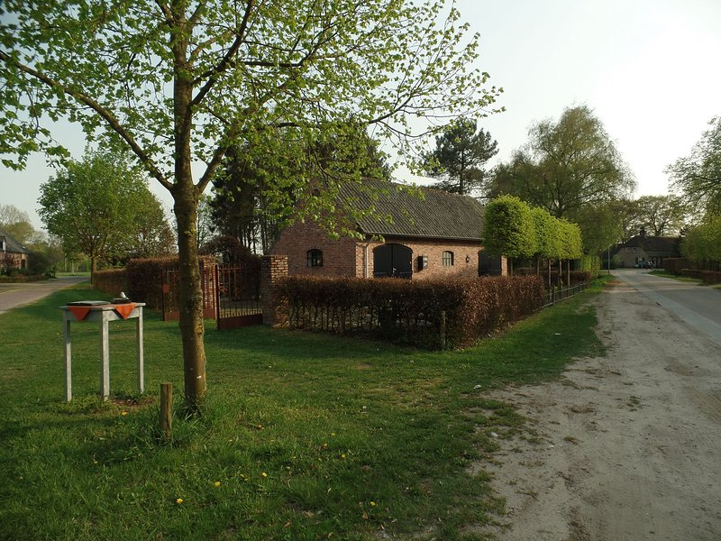 Cute stone house opposite the forest, with privacy and still a wide view, alquiler de vacaciones en Eindhoven